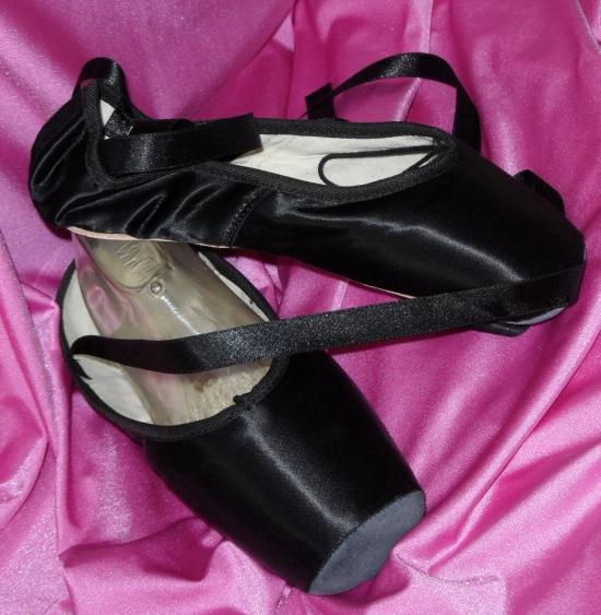 Bleyer pointe shoes in black satin