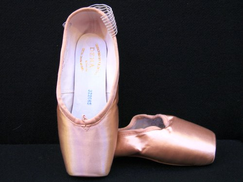 Find discounted hip-hop sneakers, character shoes, jazz and tap shoes and ballet slippers, all perfect for dance class and recitals. Shop the top dance shoe brands: Balera, Capezio, Bloch and more.