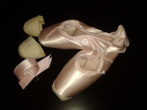Liceo pointe shoes by Menkes