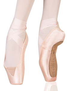 Isn't this a unique vamp style? I have seen dancers insert elastic into their vamps, but have never seen a pre-made elasticized vamp on a new pointe shoe. Interesting!
