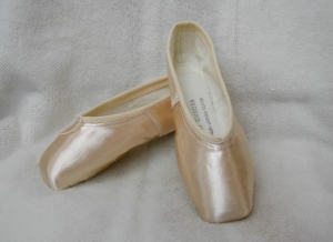 Sogei Ohrora pointe shoes